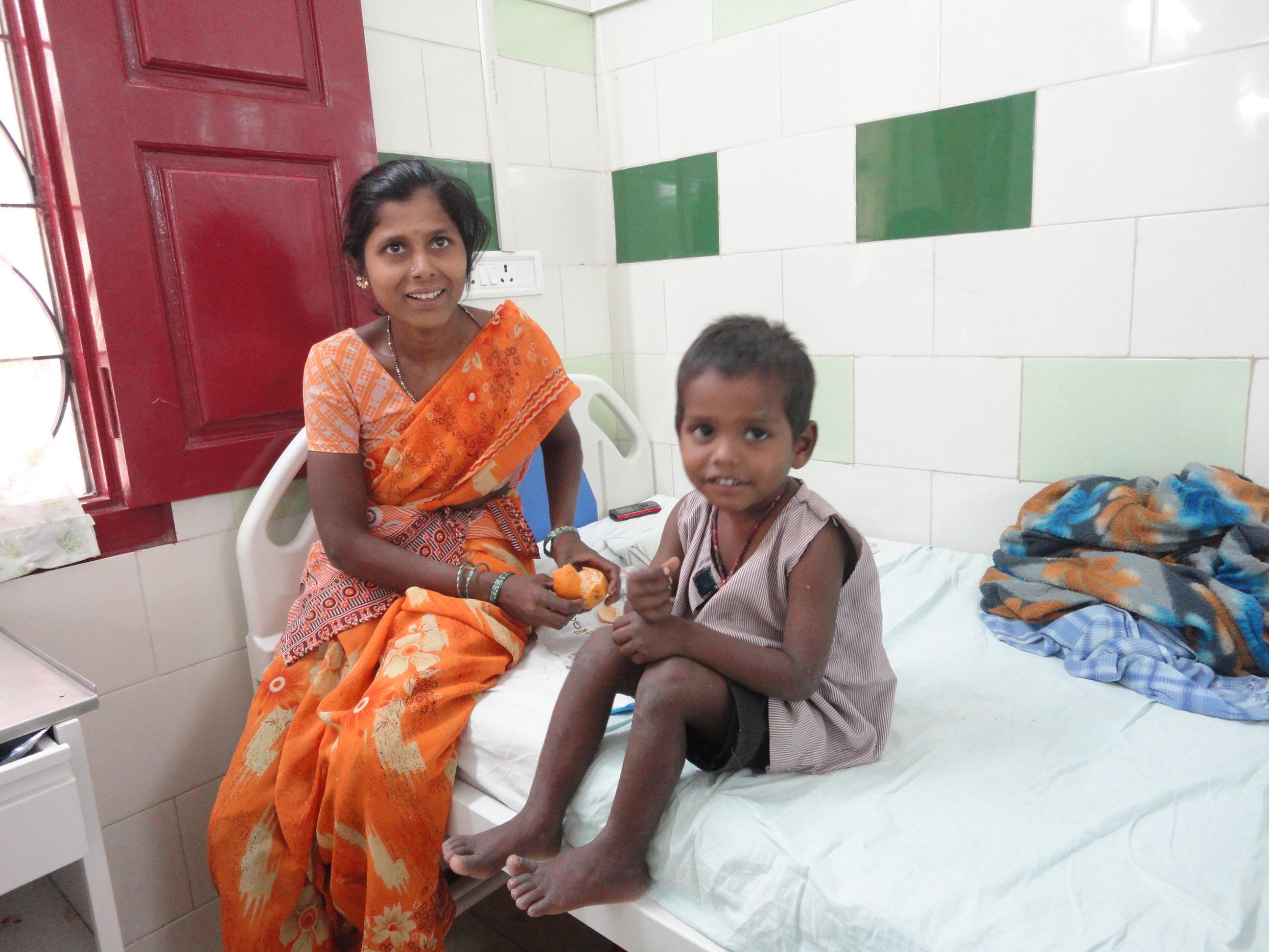 Enfermos en hospital de la India Fundación Vicente Ferrer