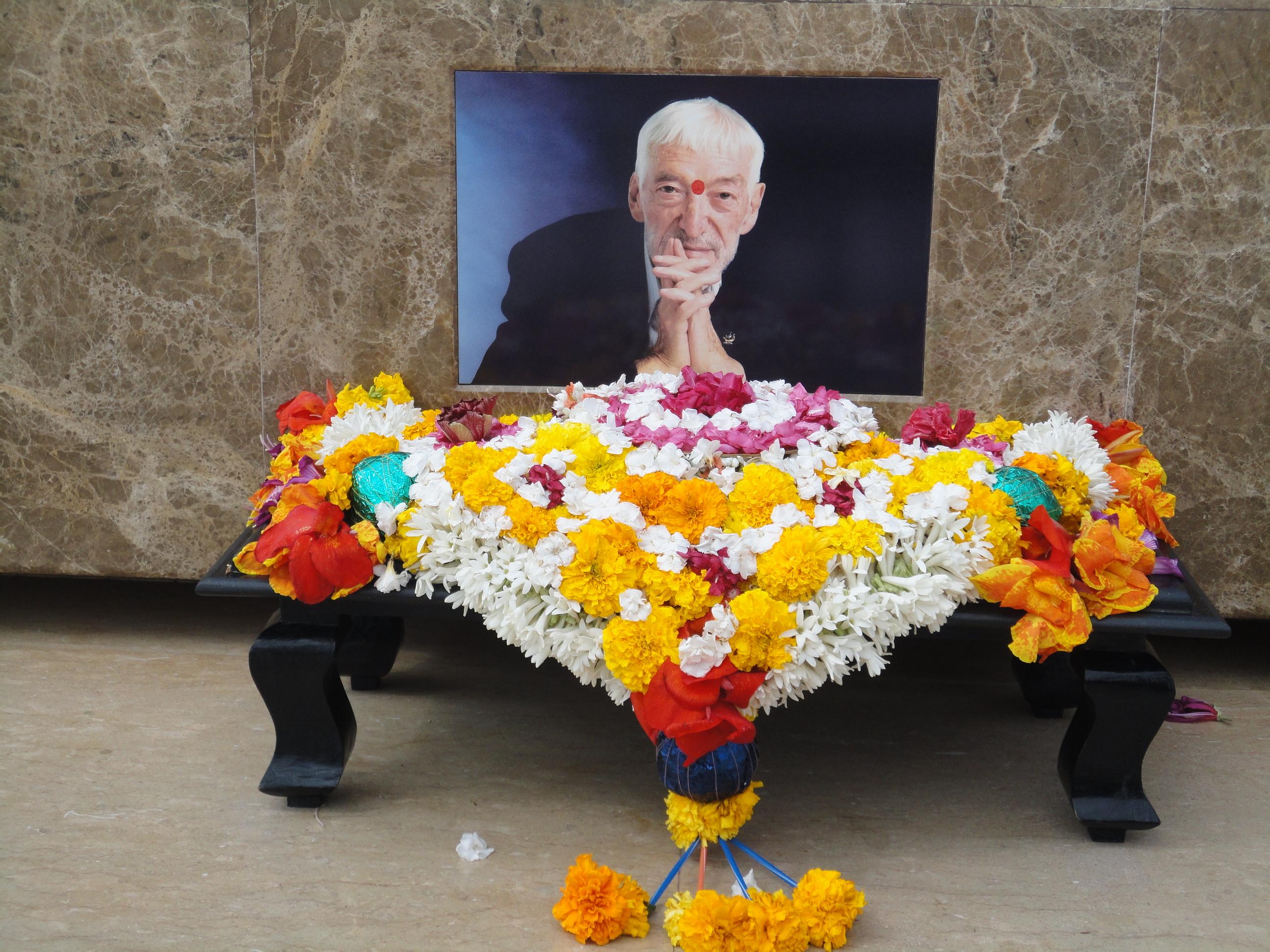 foto de Vicente Ferrer en su tumba