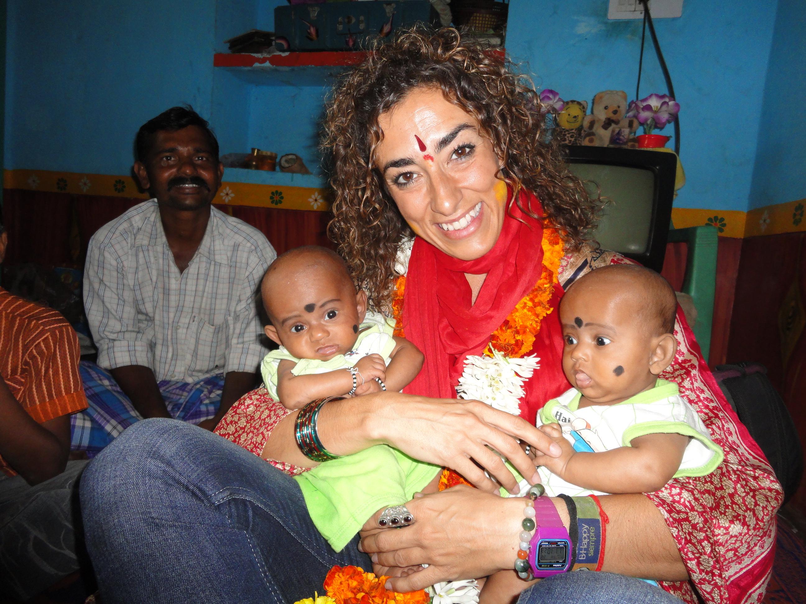 Bebés gemelos indios