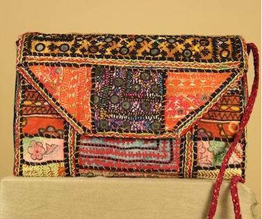 Bolso-cartera de mano bordado indio de Dando un Paseo